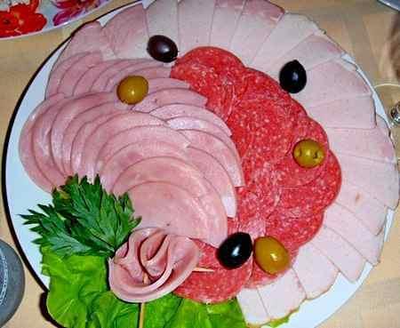 Мясная нарезка с колбасной розой