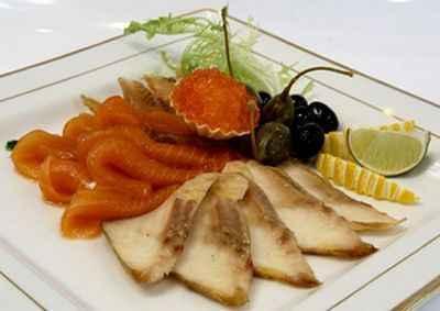 Рыбная нарезка с маслинами