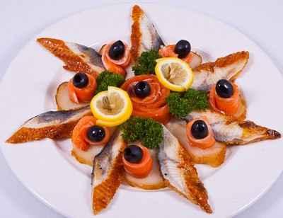 Рыбная нарезка с лимоном