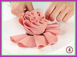 Изготовление розы из колбасы шаг 4