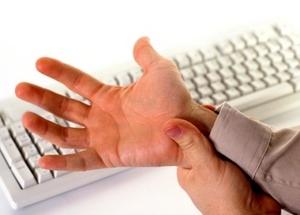 Почему болят руки